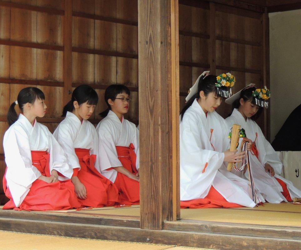 Il femminile e il sacro in Giappone. Sciamane, sacerdotesse, monache, laiche fra Shintoismo e Buddhismo